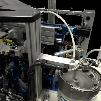 מכונה להרכבת פילטר מיקרוני בתוך וויל פלסטיק1-min-min